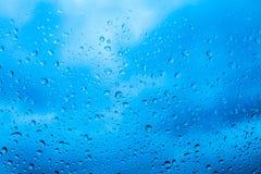 падает стеклянное окно воды дождя Стоковые Фотографии RF