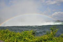 падает niagara над радугой Стоковые Фото