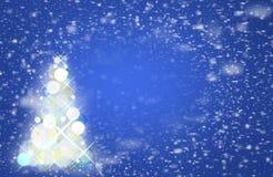 Падая снежинки в небе Волшебство рождества, Стоковое Фото