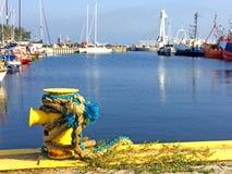 Пал в морском порте с кораблями Стоковые Изображения RF