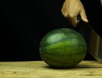 Падение арбуза большое на древесине, на черной предпосылке Стоковое Изображение RF