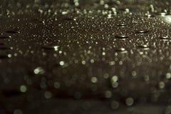 Падение воды и металла стоковая фотография rf