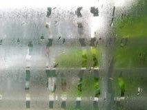 Падение воды на окне спальни Стоковое Изображение