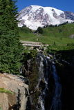 Падение горы и воды снега стоковое изображение