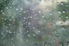 Падение дождя в зеркале Стоковая Фотография