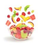 Падение фруктового салата в стеклянный шар Стоковое Изображение RF