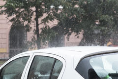 Падения воды на автомобиле Стоковая Фотография