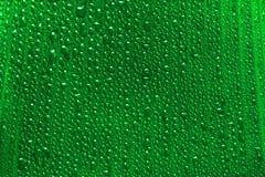 Падения воды на зеленых лист банана Стоковые Фото