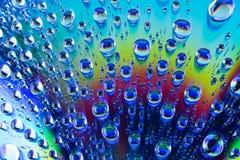 Падения воды на dvd КОМПАКТНОГО ДИСКА Стоковые Фото
