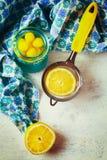 Падения лимона и плодоовощ лимона для чая Стоковое Изображение RF