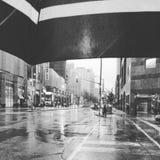 Падения дождя на моем зонтике Стоковые Изображения