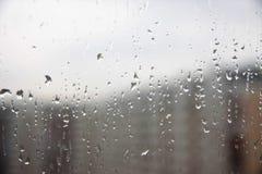 Падения дождя на стекле окна Стоковые Изображения RF