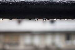 Падения дождя на фенах балкона Стоковая Фотография RF