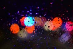 падения дождя на glas автомобиля Стоковая Фотография RF