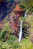 Падения Waipoo, каньон Waimea, Кауаи стоковая фотография