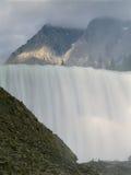 Падения Wapta и пиная река лошади, национальный парк Yoho, Британская Колумбия, канадские скалистые горы стоковое изображение rf