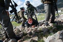 Палестинец ареста израильских воинов стоковые фотографии rf