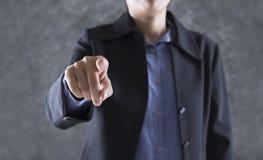 палец бизнесмена указывая к вам для пользы как рука нажимая к Стоковое Фото