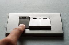 Палец включает выключатель Стоковые Изображения