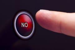 Палец отжимает красный цвет НИКАКАЯ кнопка на сенсорном экране стоковое изображение rf