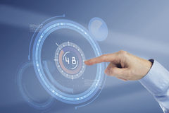 Палец отжимая виртуальную кнопку Стоковая Фотография