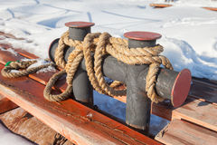 Пал зачаливания на старой пристани Стоковое фото RF