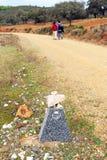2 паломника в через de Ла Plata, El Berrocal в Almaden de Ла Plata, провинции Севильи, Андалусии, Испании Стоковые Изображения RF