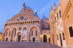Падуя - Базилика del Santo или базилика Святого Антония Padova в вечере Стоковое фото RF