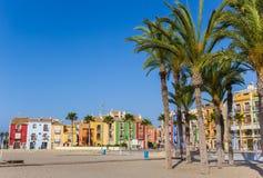 Пальмы и красочные дома на пляже Villajoyosa Стоковое Фото