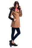Пальто женщины вкратце бежевое Стоковое Изображение RF