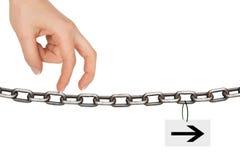 Пальцы женщины идя на цепь Стоковое Изображение RF