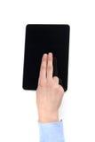Пальцы женщины над современной цифровой рамкой с пустым экраном Стоковая Фотография RF