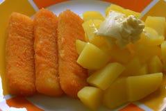 Пальцы и картошки рыб с майонезом Стоковая Фотография