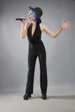 Певица в изолированный выполнять стиля джаза Стоковые Фото
