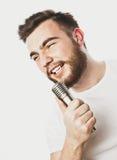 певица в реальном маштабе времени ража нот микрофона человека принципиальной схемы Стоковое Изображение RF