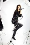 Певица женщины получая всход фото Стоковая Фотография