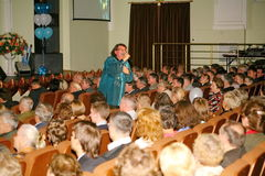 Певица и композитор Игорь Kornelyuk - представление на этапе дворца залы культуры района Москвы Стоковое фото RF