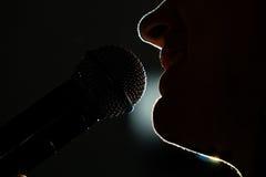 певица микрофона стоковая фотография rf