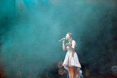 Певица hongqiuyan поет стоковые изображения