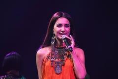 Певица Zara выполняет на этапе во время концерта дня рождения года Виктора Drobysh пятидесятого в центре Barclay Стоковые Фотографии RF