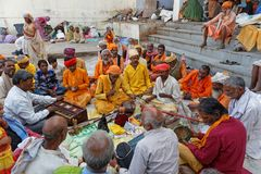 Певицы и музыканты на Pushkar, перед индусской церемонией Стоковое Изображение RF