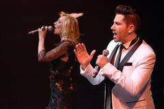 Певицы Kristina Orbakaite и Avraam Russo выполняют на этапе во время концерта дня рождения года Виктора Drobysh пятидесятого на ц Стоковое фото RF