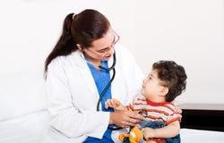 педиатр младенца Стоковая Фотография RF