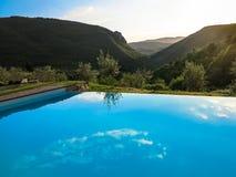 Пейзажный бассейн на сумраке Стоковые Изображения RF