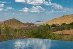Пейзажный бассейн с взглядом Стоковые Фотографии RF