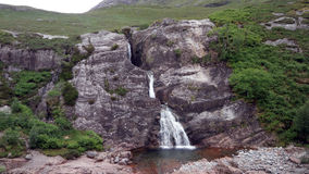 Пейзаж водопада горы вдоль A82 в Шотландии Стоковые Изображения RF