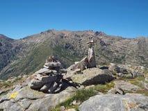 Пейзаж высокого mountainn выступает в corsician alpes с зеленым бушелем Стоковое Изображение