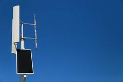Пейзаж гибридного генератора и голубого неба Стоковая Фотография