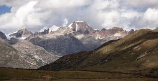 Пейзаж горы снега на плато 02 Стоковое Изображение RF