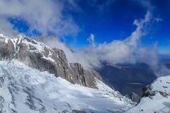 Пейзаж горы снега Yulong Стоковая Фотография